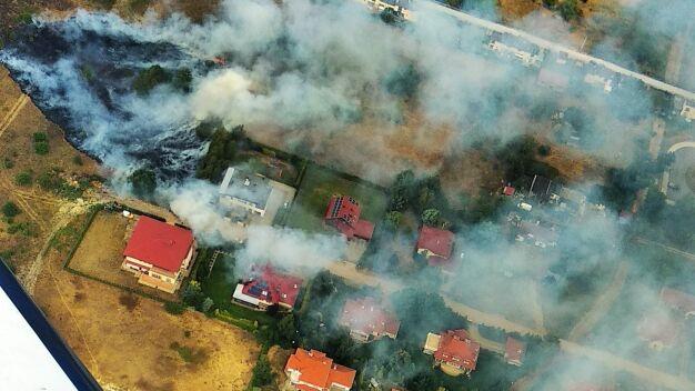 Wstrząsające zdjęcie pożaru trawy. Strażacy walczyli z nim pięć godzin