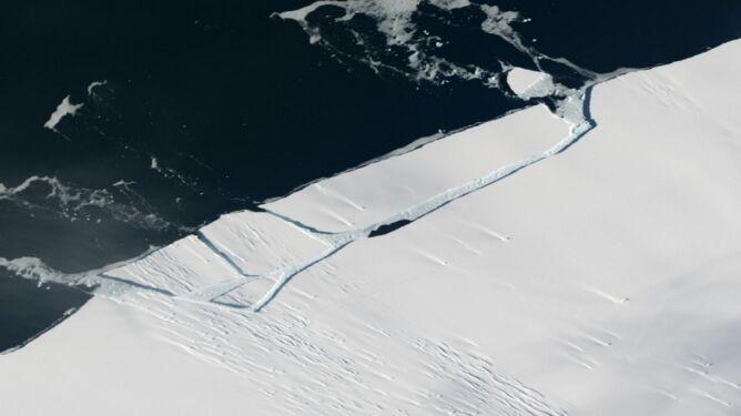Oderwał się wielki kawał lodowca